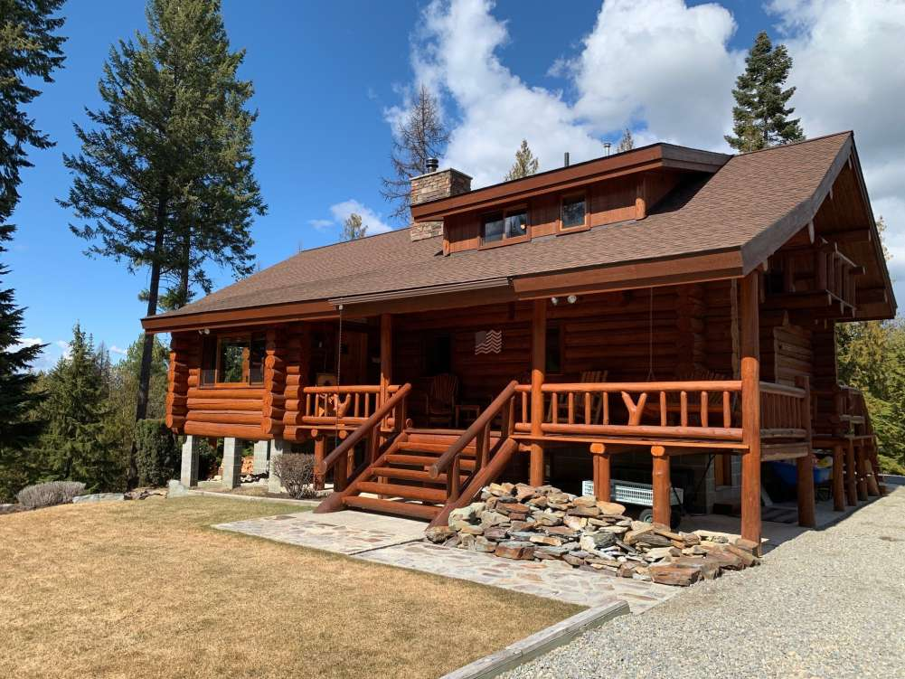 Ultimate Log Home Retreat in Troy