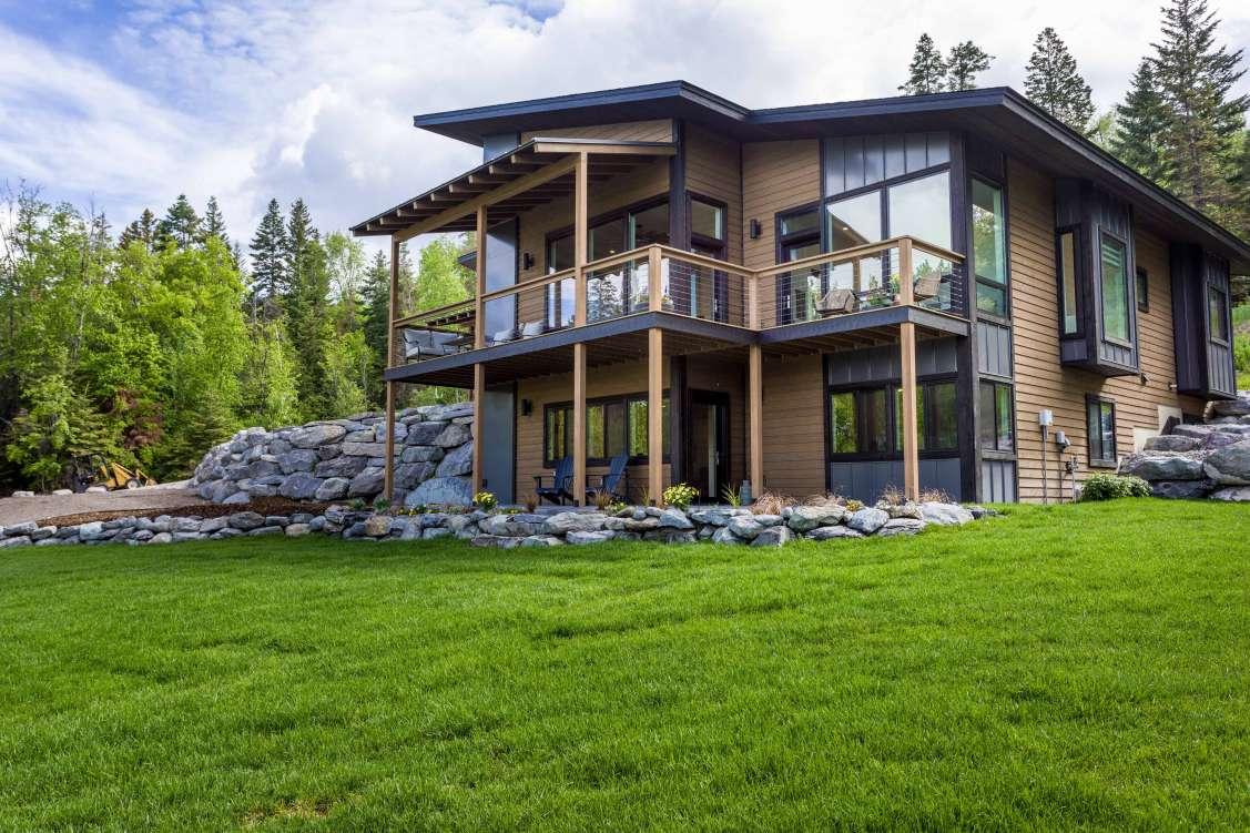 listing-5ceef3e006905-1-FrontofHome-LakeViewsoffthefrontdeck.jpg