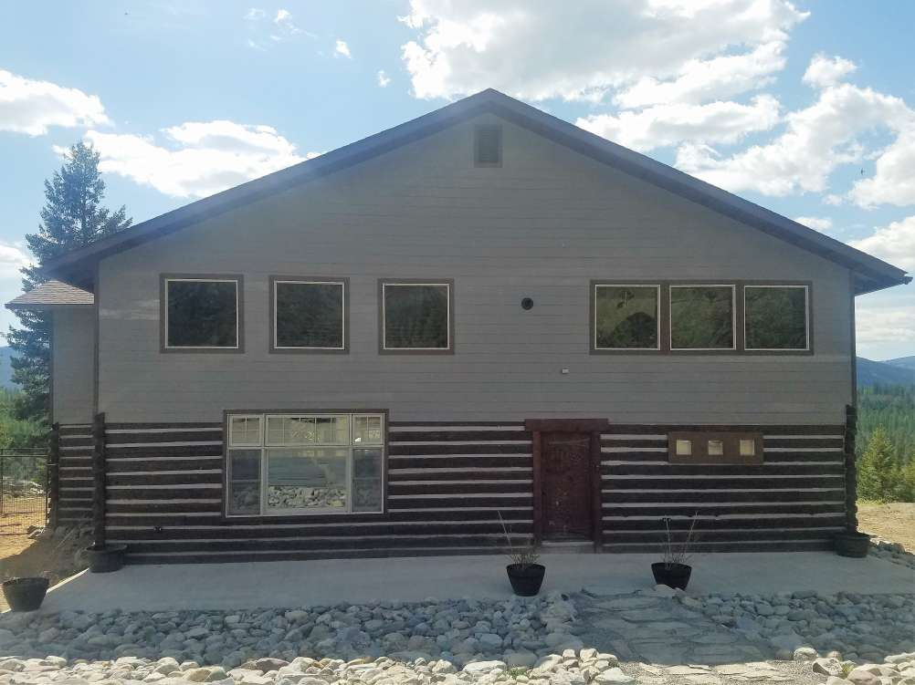 listing-5fb82480e3d0a-FrontofHouse.jpg