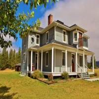 Montana Beautifully Remodeled Victorian Home 11 Ac Property Photograph