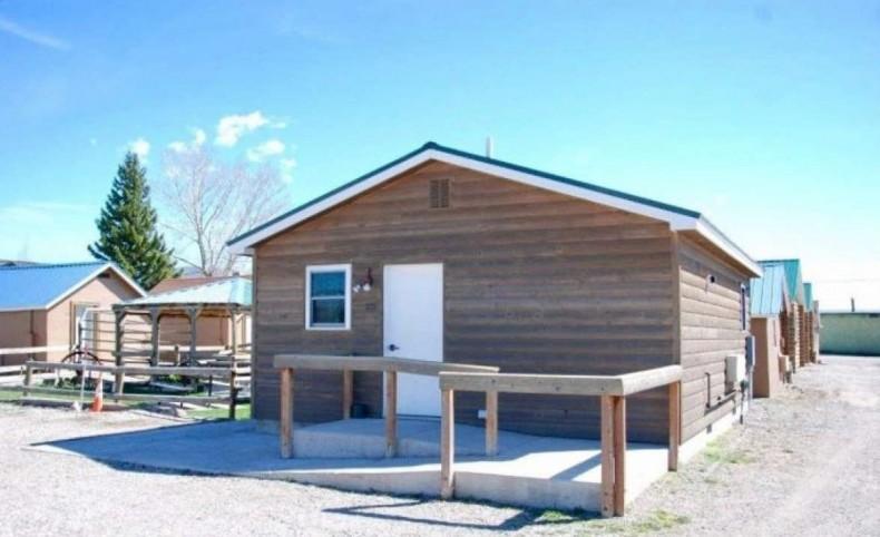 Tenderfoot Cabins & Motel