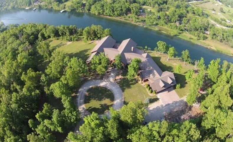 Arkansas' Only Orvis Lodge on 8.51 Surveyed Acres
