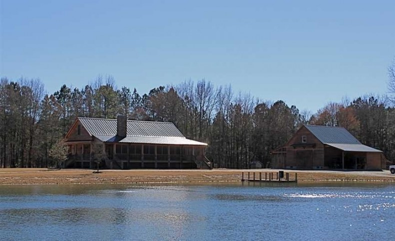 545 Acres on Cape Fear River + Custom Lodge in Cumberland County