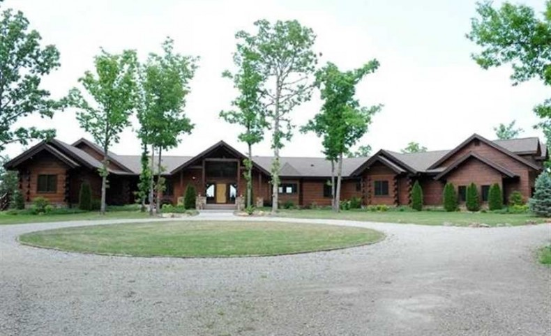NEW PRICE! Arkansas' Only Orvis Lodge on 8.51 Surveyed Acres