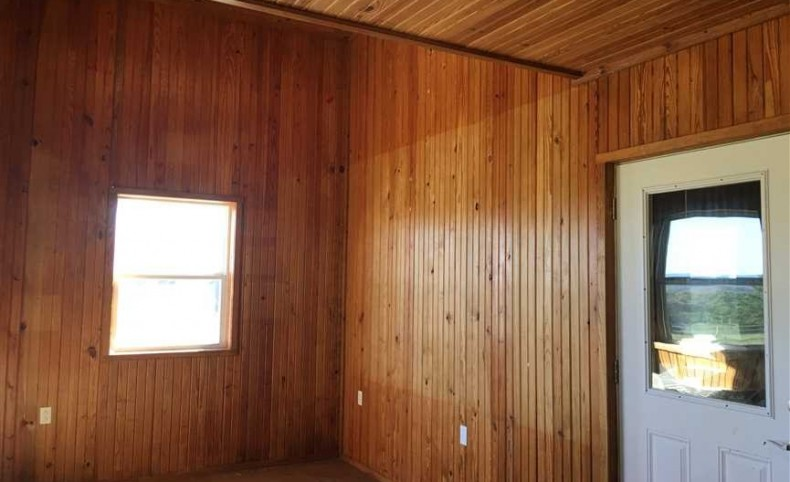 Large Barn ~ Remodeled Cabin ~ Open Pastures