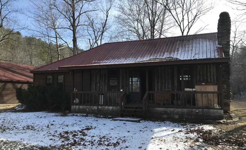 Price Lowered!! Slabtown 90 Acres and Amazing House with Spring and Huge Lake