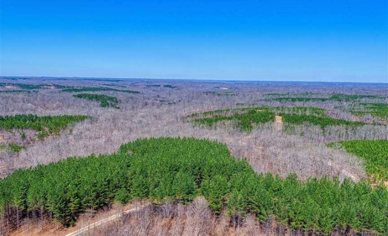 450 Acres with Sportsman's Lodge located in Dover, Tennessee