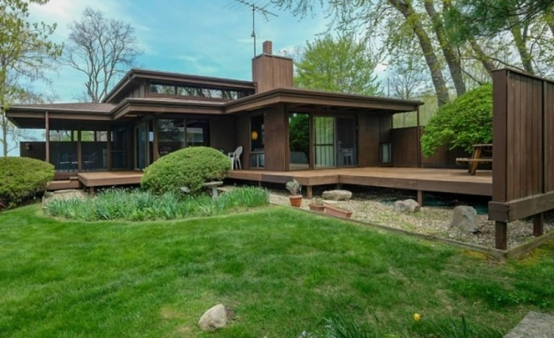 Beachfront Home on Lake Michigan For Sale in South Haven, MI