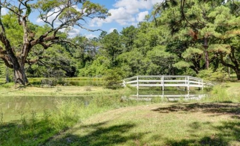 917 Acres with a Home in Hinds County at 3021 Greens Crossing Road in Jackson, MS
