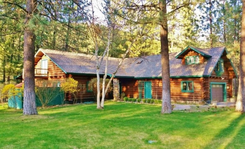 Beautiful Riverfront Log Home Western Montana