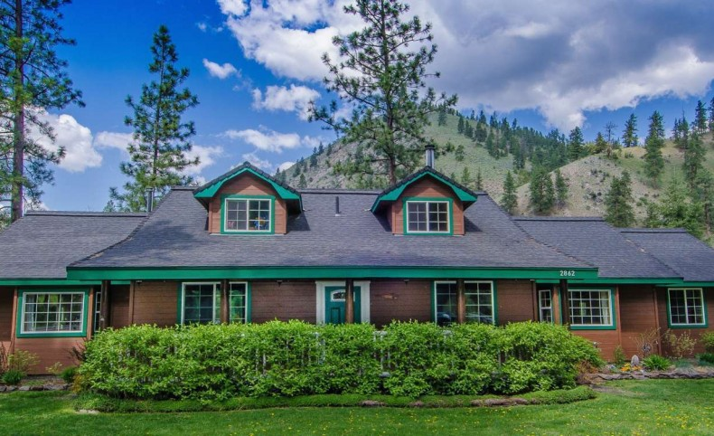 Creekside Home in the Pines