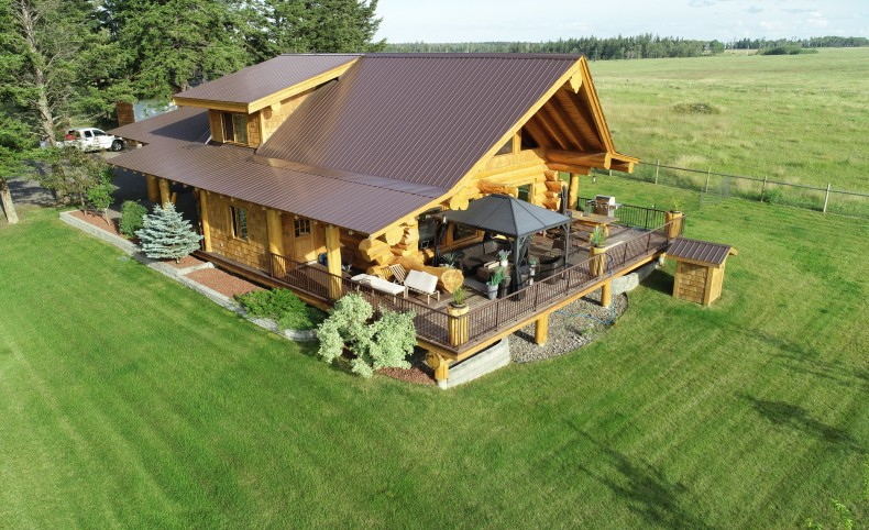 Pioneer Made Log Home With Great Wildlife!