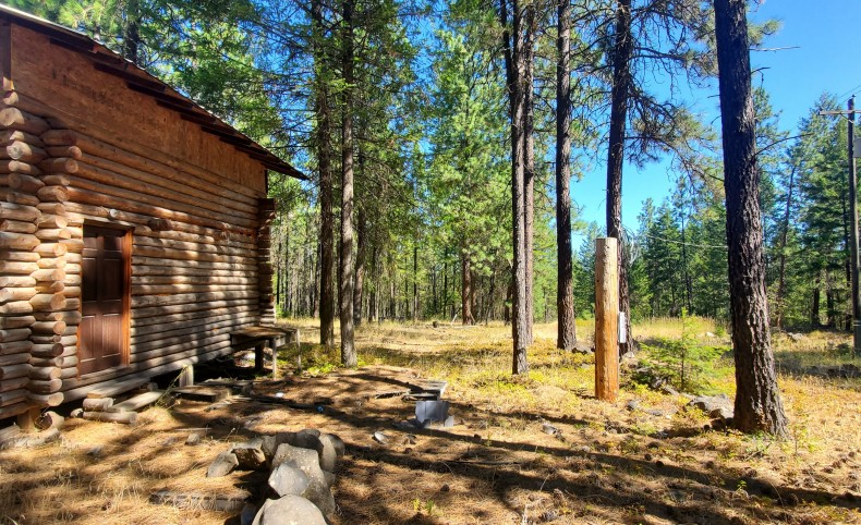 Coyote Ridge Cabin on 10.57 acres